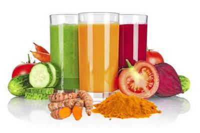 Соки из овощей в высоких стаканах