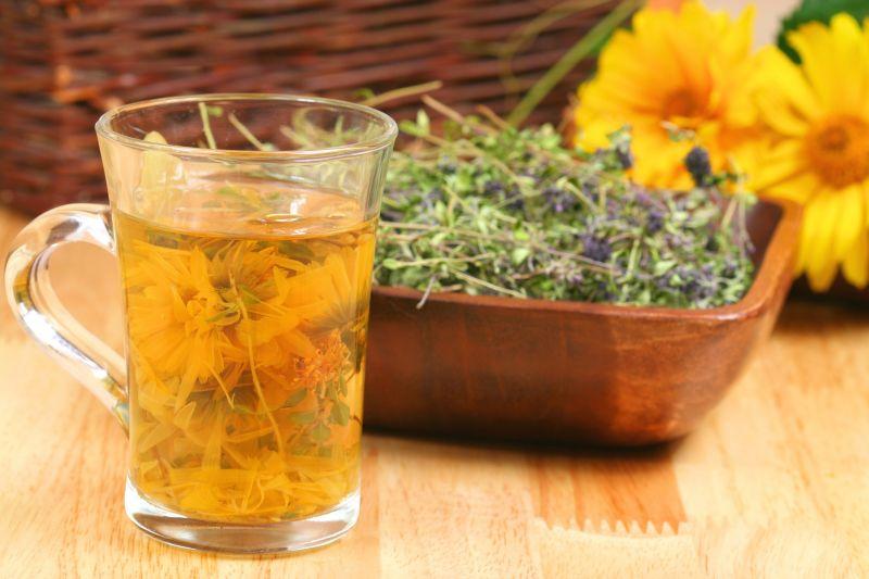 Сухие цветки расторопши и ромашковый чай