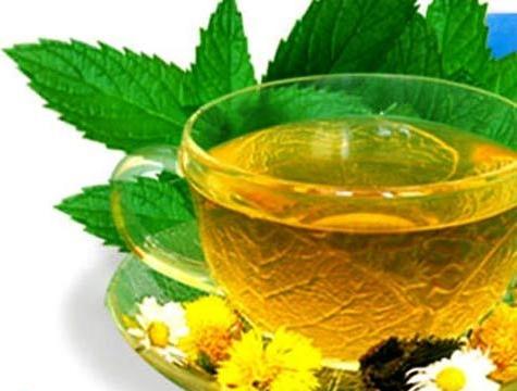 Чай с мятой, ромашкой и бессмертником